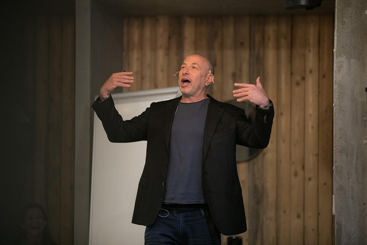 גילי קצנלבוגן בהרצאה על פחד קהל